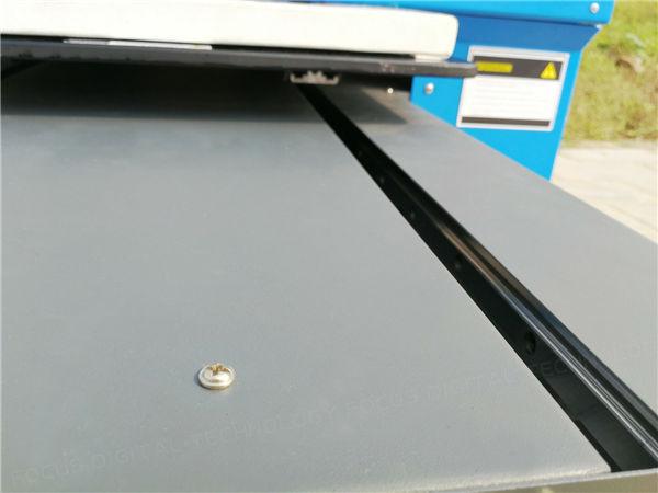 4.profilo in alluminio addensato fatto come la chiglia della stampante di carta di plastica per garantire il funzionamento stabile della macchina.